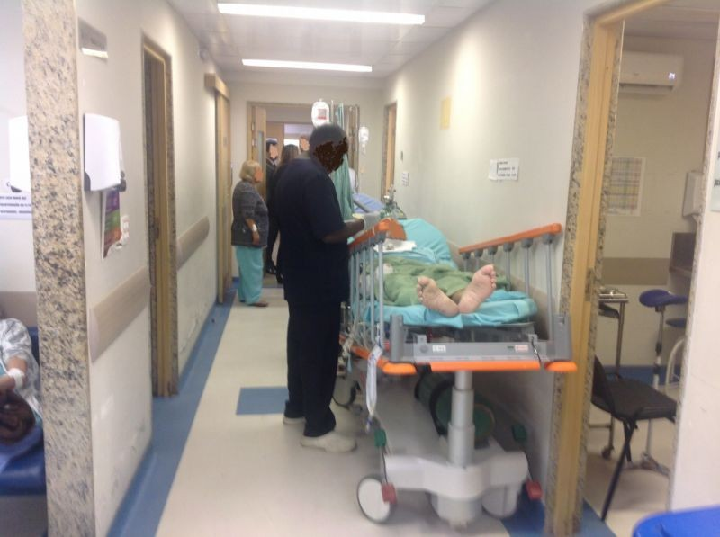 Paciente é atendido no corredor do Cardoso Fontes