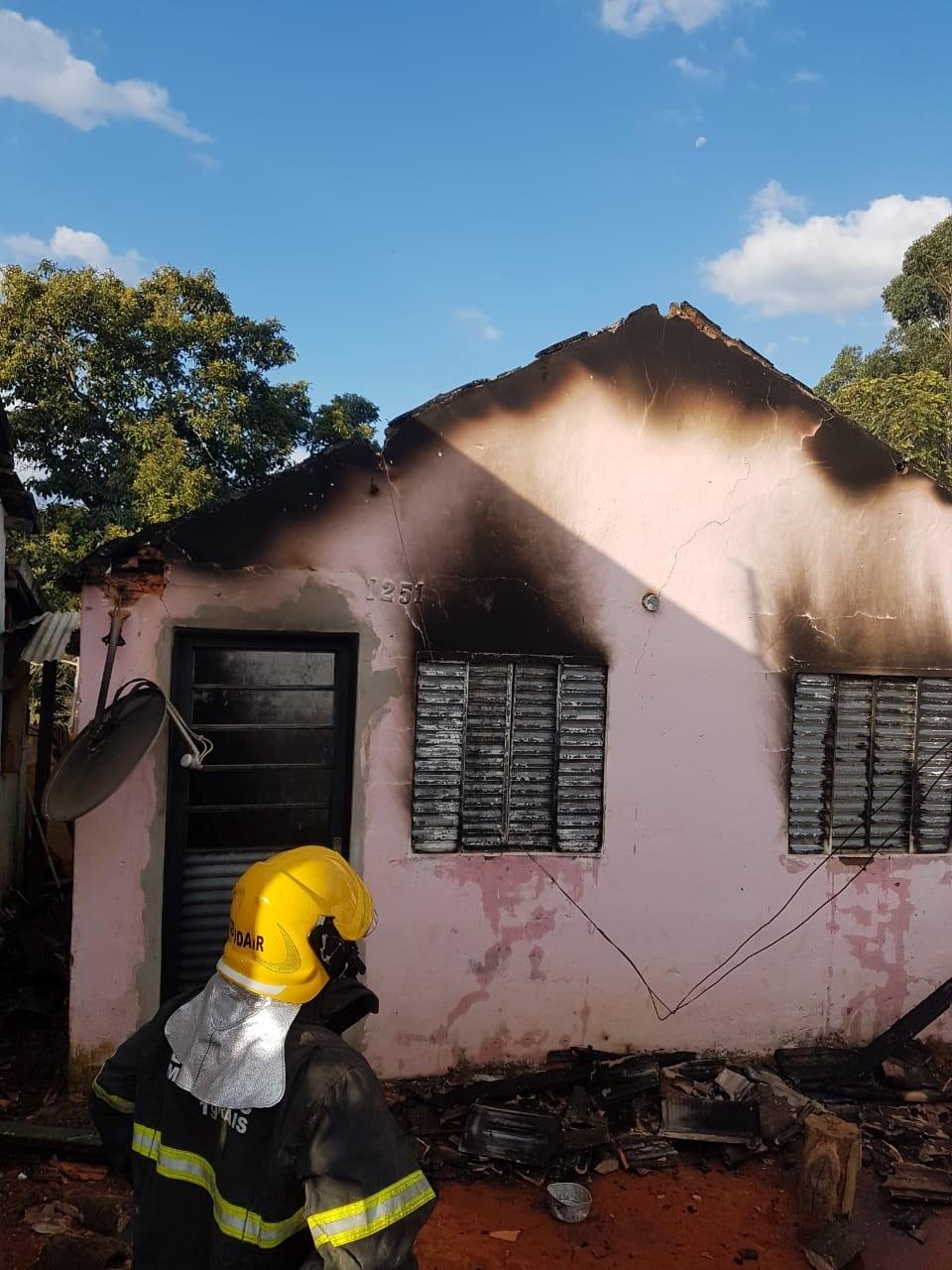 Adolescente de 15 anos é apreendida depois de colocar fogo na própria casa em Ibertioga