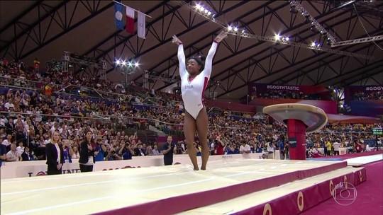 Simone Biles ganha 13ª medalha de ouro em Mundiais e alcança marca de maior vencedora