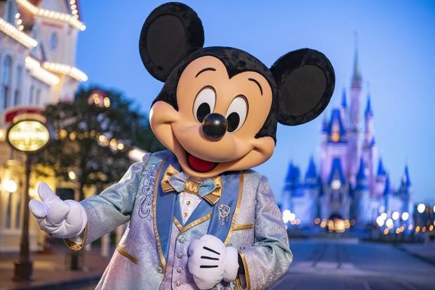Mickey Mouse com look novo do aniversário de 50 anos do Walt Disney World  (Foto: Matt Stroshane/ Walt Disney World)