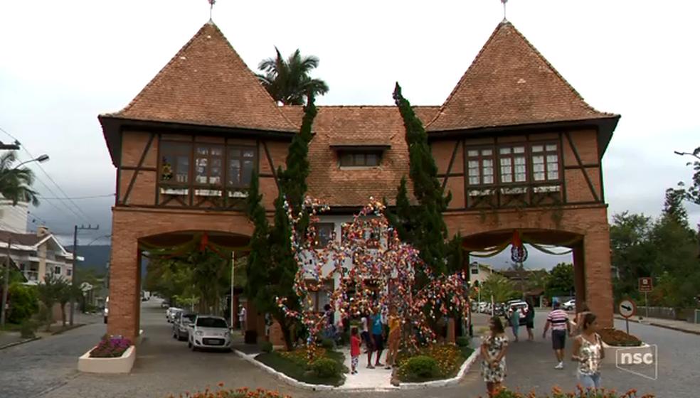 Festa de Páscoa, Osterfest é tradicional de Pomerode. (Foto: Reprodução/NSC TV)
