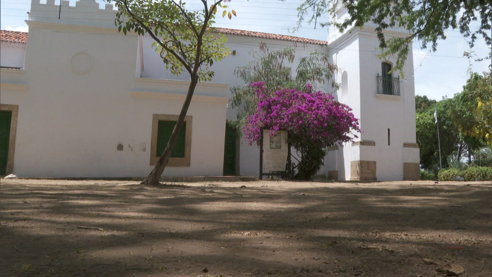 Igreja de Nossa Senhora da Conceição fica no povoado de Vila Velha, em Itamaracá, no Grande Recife — Foto: Reprodução/TV Globo