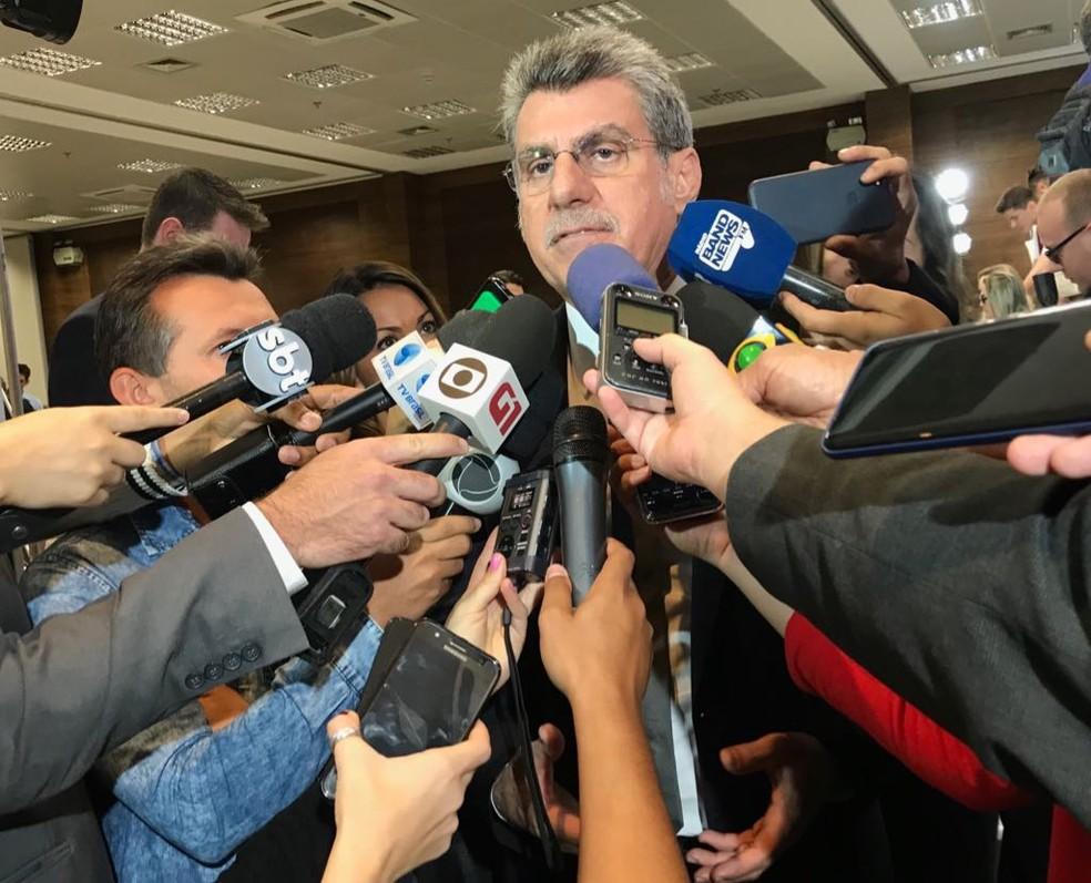 Romero Jucá (PMDB-RR) concede entrevista no salão azul do Senado (Foto: Bernardo Caram / G1)