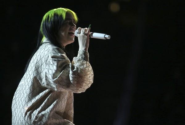 Billie Eilish adia shows que faria em maio no Brasil e resto de turnê até setembro   Música   G1