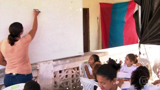 No interior da Paraíba, Maria de Jesus abriu um espaço para reforço escolar no quintal de casa