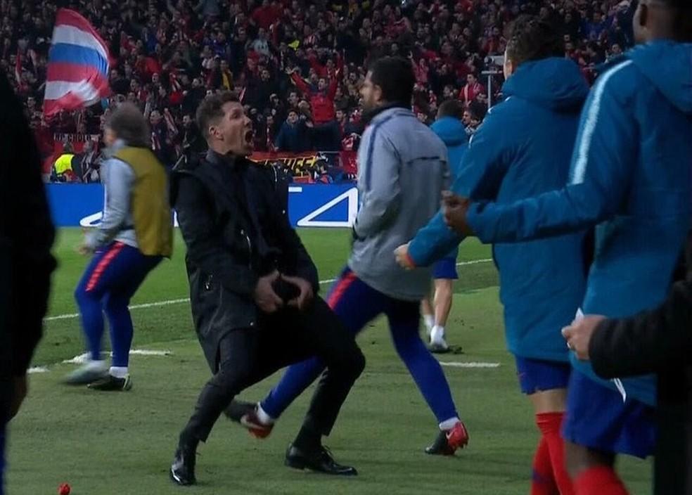 Diego Simeone fez gesto obsceno na comemoração de gol do Atlético de Madrid sobre a Juventus — Foto: Reprodução