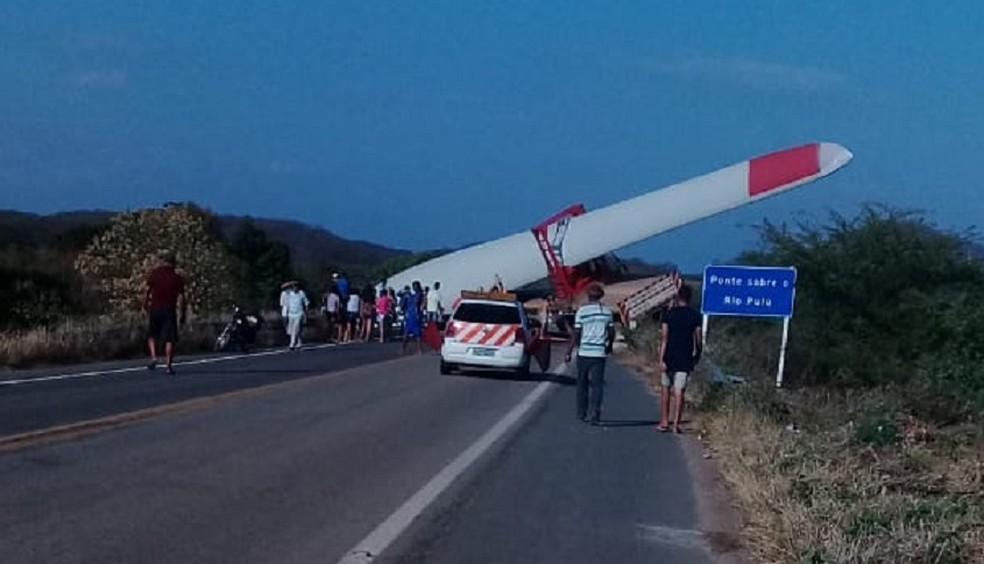 PRF orienta que motoristas evitem trecho da BR-020 onde acidente com pá eólica matou duas pessoas — Foto: Arquivo pessoal