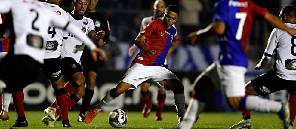 Paraná Clube busca quatro vitórias na reta final — Foto: Albari Rosa/Gazeta do Povo