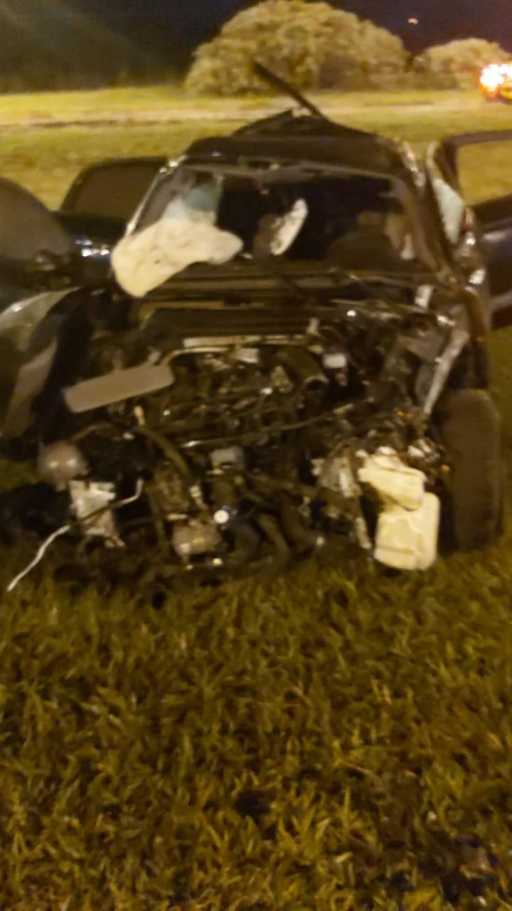 Motorista perde controle de carro de luxo e capota várias vezes no DF; quatro pessoas ficaram feridas