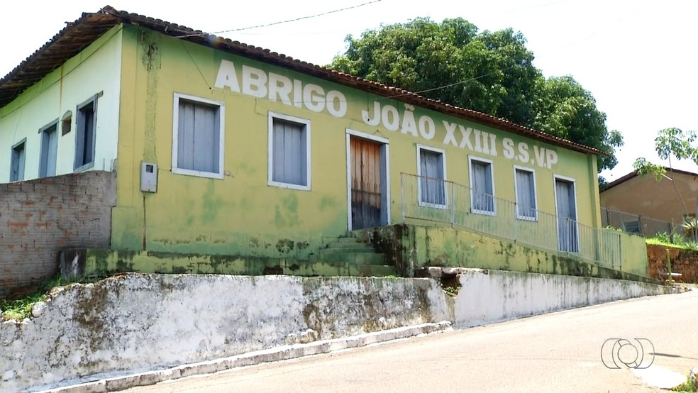 Prédio está abandonado há pelo menos cinco anos (Foto: Reprodução/TV Anhanguera)