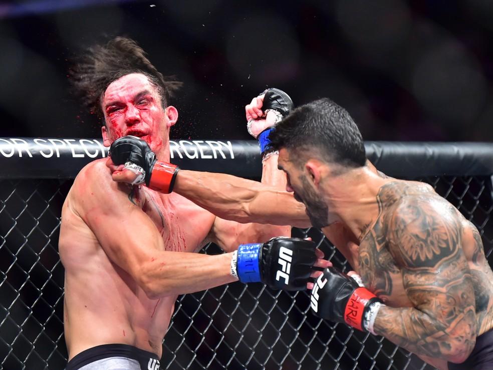 Lyman Good acerta o golpe que nocauteou Chance Recountre no UFC 244 — Foto: Jason Silva