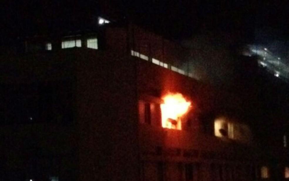 Incêndio atingiu apartamento em prédio no Corredor da Vitória, em Salvador (Foto: Marianna Falangola Martins/Arquivo pessoal)