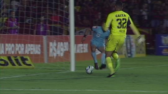 """Após lambança e quase gol contra no Sport, Mailson se explica: """"Deu um branco"""""""