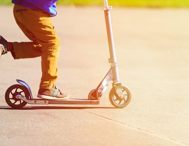 Menino de 4 anos é multado por andar de patinete, na Itália (Foto: Thinkstock)