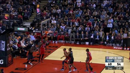 Davis e Holiday contam com coadjuvante inspirado, e Pelicans dominam os Raptors