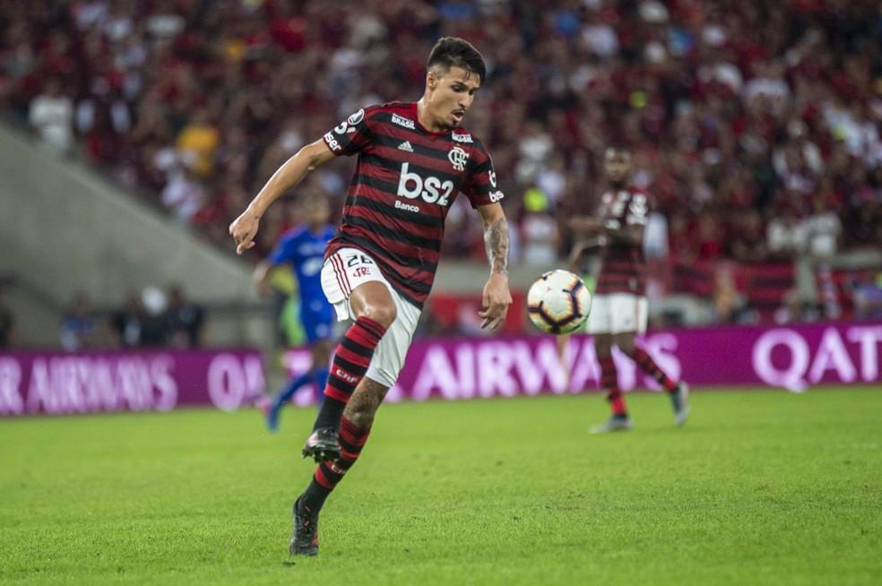 Thuler, 20 anos, parecia um veterano em campo — Foto: Alexandre Vidal / Flamengo