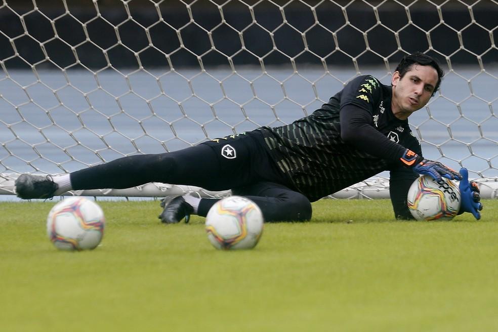 Gatito fará exames nesta sexta-feira para entender lesão no joelho — Foto: Vitor Silva/Botafogo