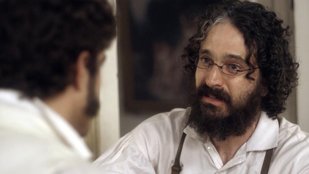 Dr. Peter também tenta acalmar Pedro (Foto: TV Globo)