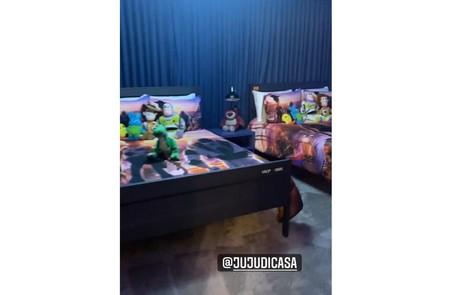 Quarto da casa em que Anitta está hospedada em Orlando Reprodução