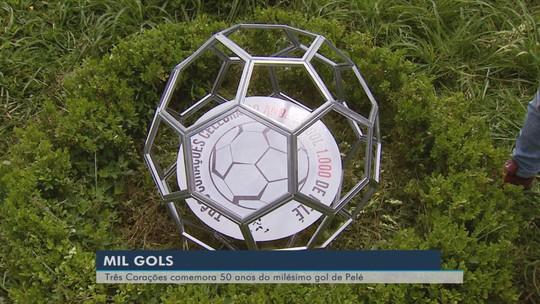 Bola comemorativa homenageia 50 anos do gol 1000 na terra natal do Rei Pelé