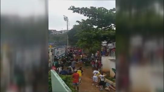 Briga generalizada interrompe jogo de futebol na várzea no interior de SP; vídeo