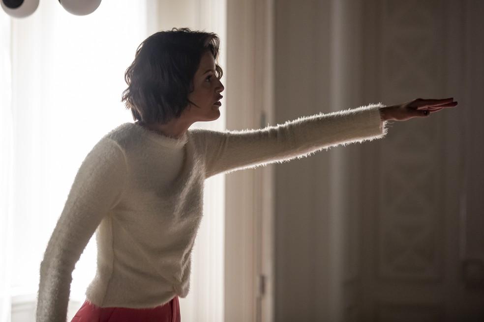 Em 'A Dona do Pedaço', Jô (Agatha Moreira)  expulsa Maria da Paz (Juliana Paes) da mansão e da fábrica  — Foto: Artur Meninea/Gshow