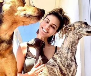 Letícia Lima e seus pets Bruno. Juju e Bibi