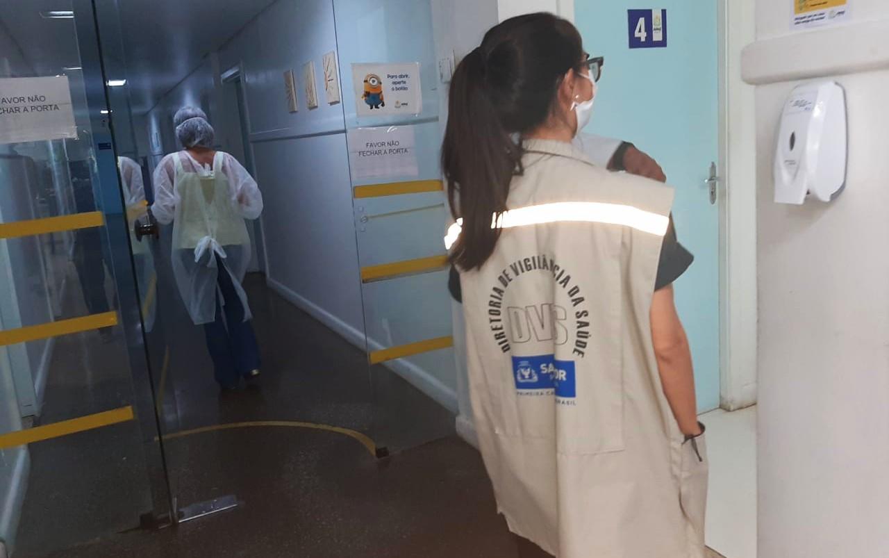 Laboratórios de Salvador são autuados após inspeção da vigilância Sanitária