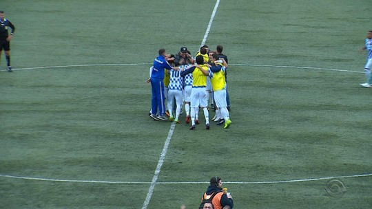 """Herói do São José brilha com gol do acesso e ouve de colegas: """"Melhor que Neymar"""""""
