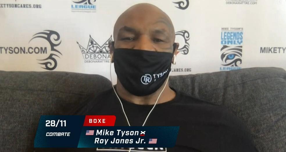 Mike Tyson usou máscara durante a coletiva — Foto: Reprodução / SporTV