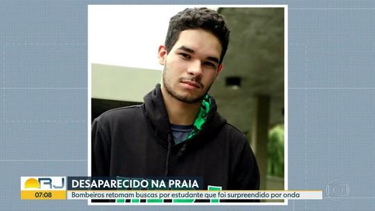 Bombeiros buscam estudante da Uerj que desapareceu na Praia do Pepê, no Rio