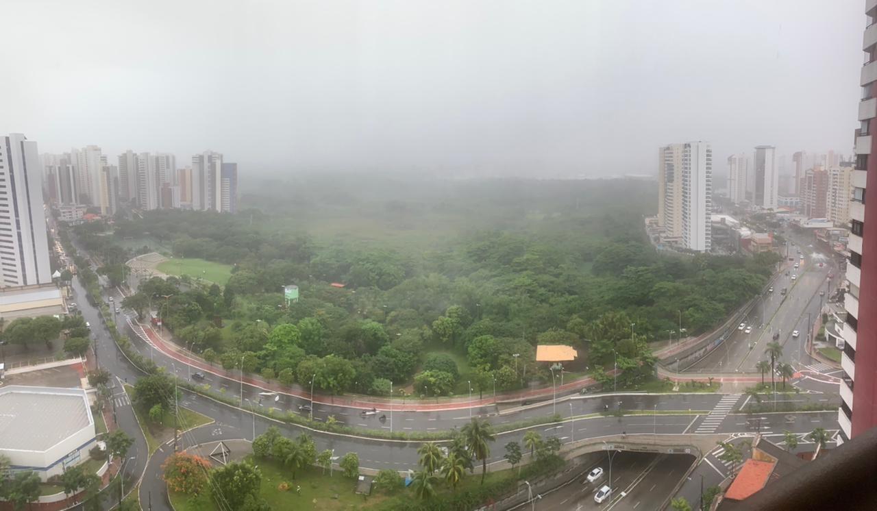 Fortaleza amanhece com chuva pelo  terceiro dia seguido