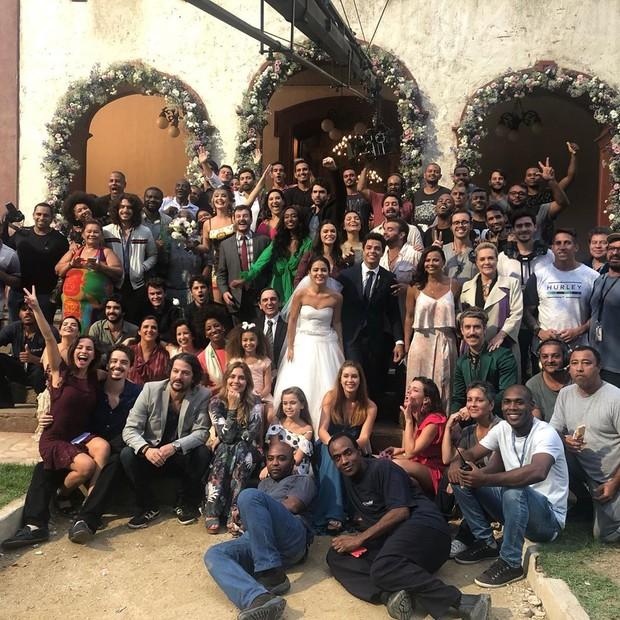 Viviane Araújo posta fotos com atores de O Sétimo Guardião (Foto: Reprodução/Instagram)