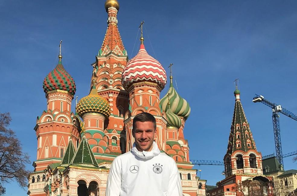Podolski na Praça Vermelha: atacante está em Moscou para lançamento de bola oficial da Copa (Foto: Reprodução/Instagram)