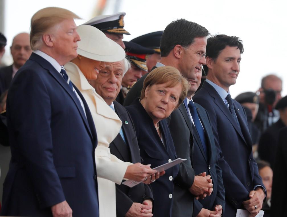 """O presidente americano, Donald Trump, a chanceler alemã, Angela Merkel, e o primeiro-ministro do Canadá, Justin Trudeau, participaram das celebrações pelo """"Dia D"""" em Portsmouth, na Inglaterra nesta quarta-feira (5). — Foto: Carlos Barria/Reuters"""