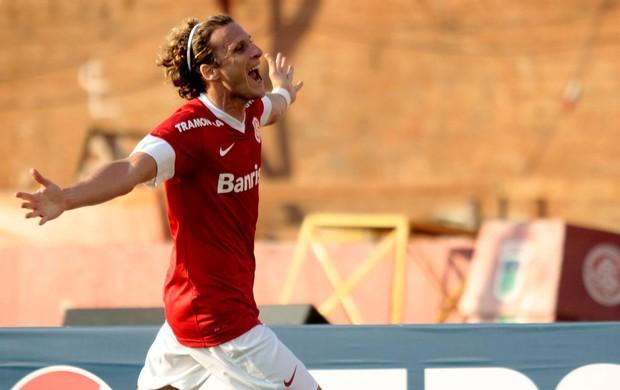 Forlan internacional gol flamengo (Foto: Wesley Santos / Agência Estado)