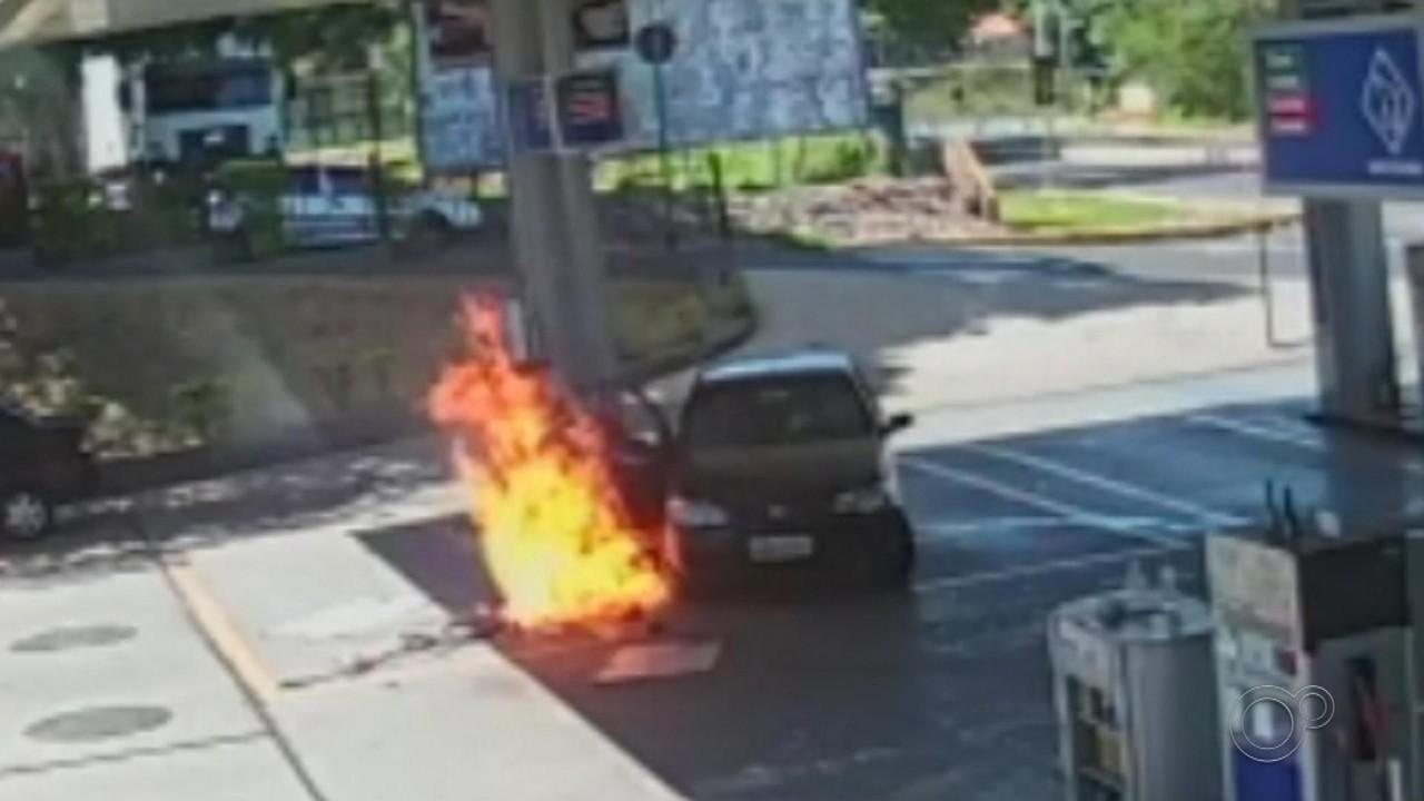 Carro atinge bomba e causa incêndio em posto de combustíveis em Promissão