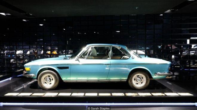 Hoje, a Alemanha é conhecida como o país dos carros premium e da cultura automotiva (Foto: Sarah Staples via BBC News)