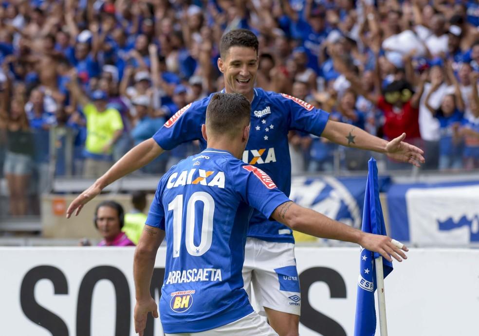 Thiago Neves foi o importante para o crescimento de Arrascaeta — Foto: Washington Alves/Light Press