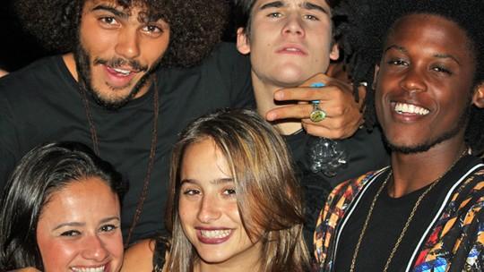 Nego do Borel faz show com participações especiais e presença do elenco de 'Malhação'