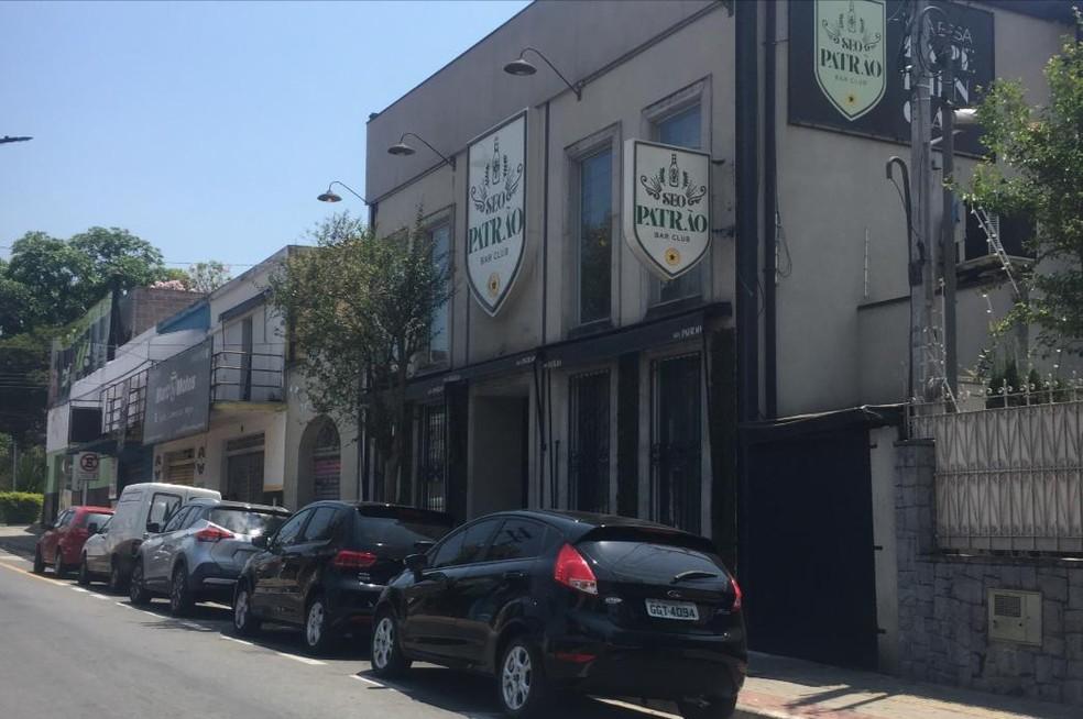 Crime ocorreu na porta de danceteria no Centro de Taubaté — Foto: Rauston Naves/Rádio Metropolitana