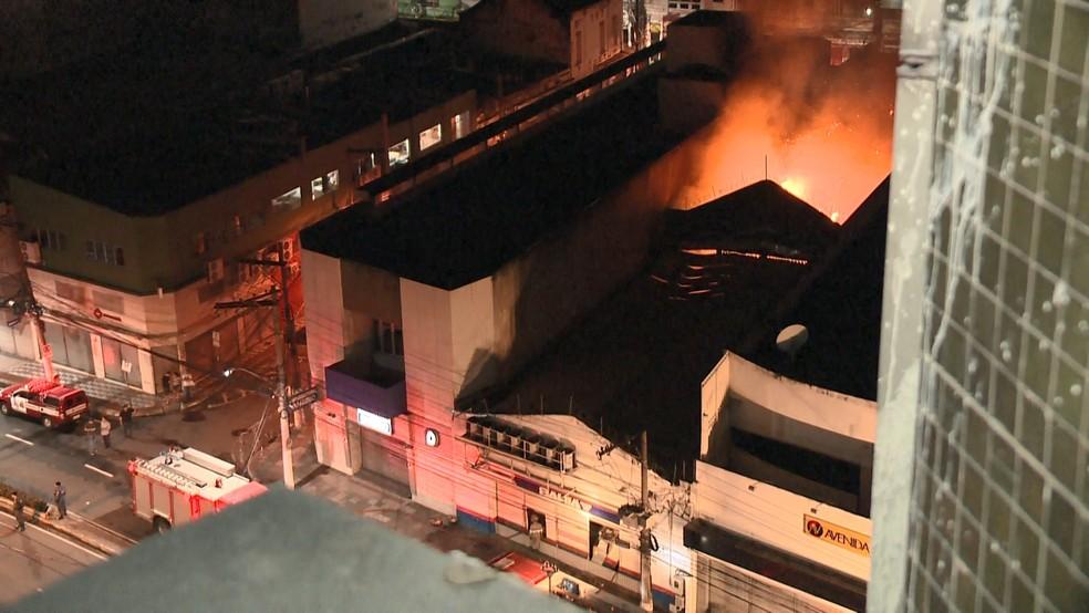 Incêndio em loja no Centro de Vitória (Foto: Manoel Neto/ TV Gazeta)