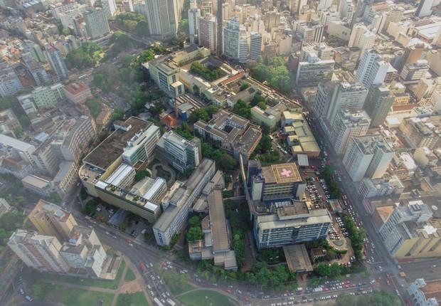 Vista aérea do complexo da Santa Casa de Porto Alegre (Foto: Voalá Imagens)