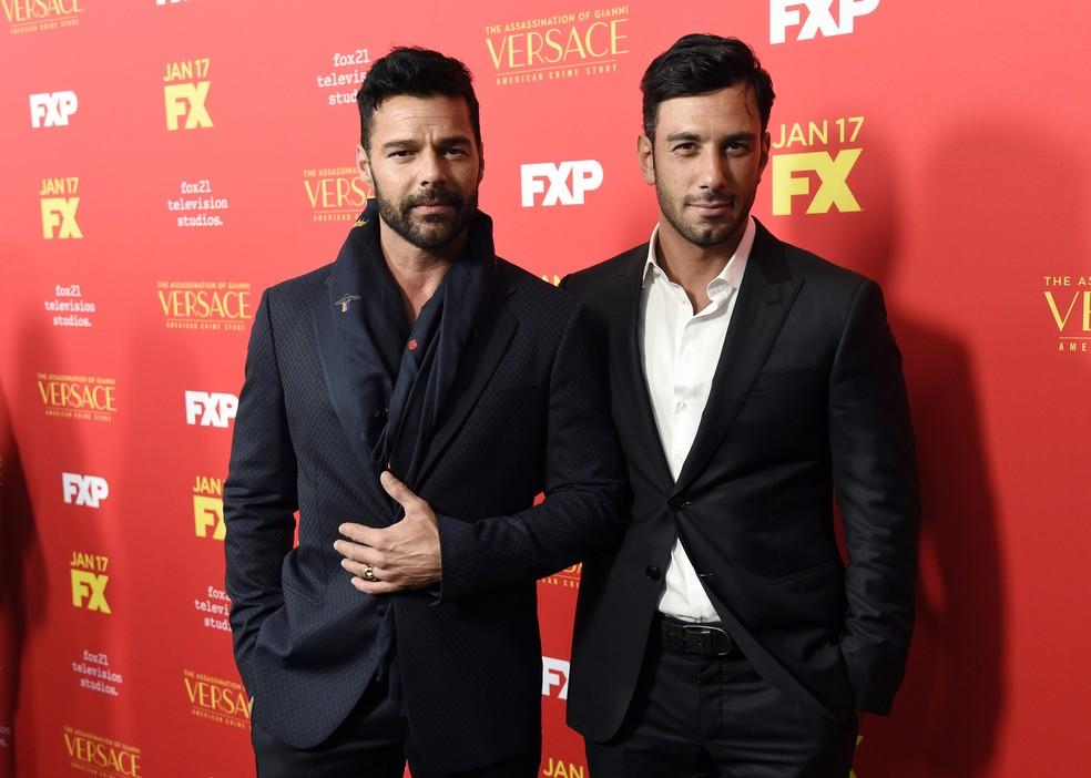 Ricky Martin com o marido, Jwan Yosef, durante lançamento de temporada da série