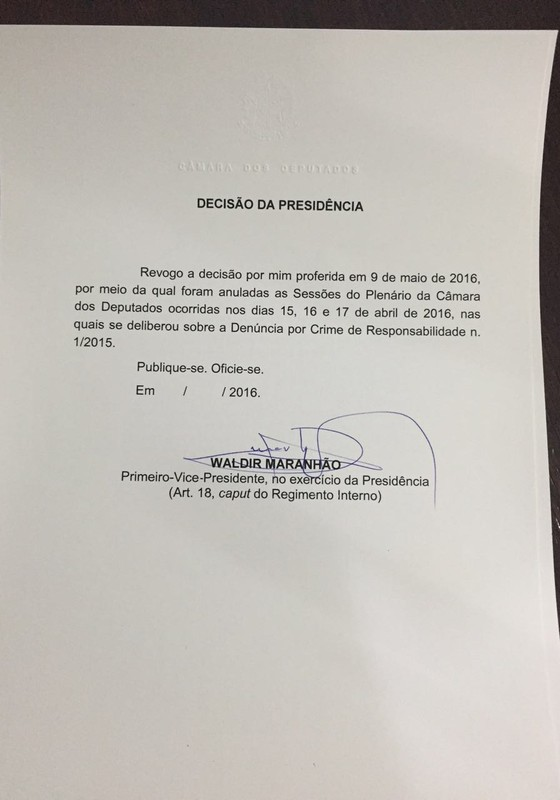 Waldir Maranhão revoga sua própria decisão de anular sessões do impeachment (Foto: Reprodução)