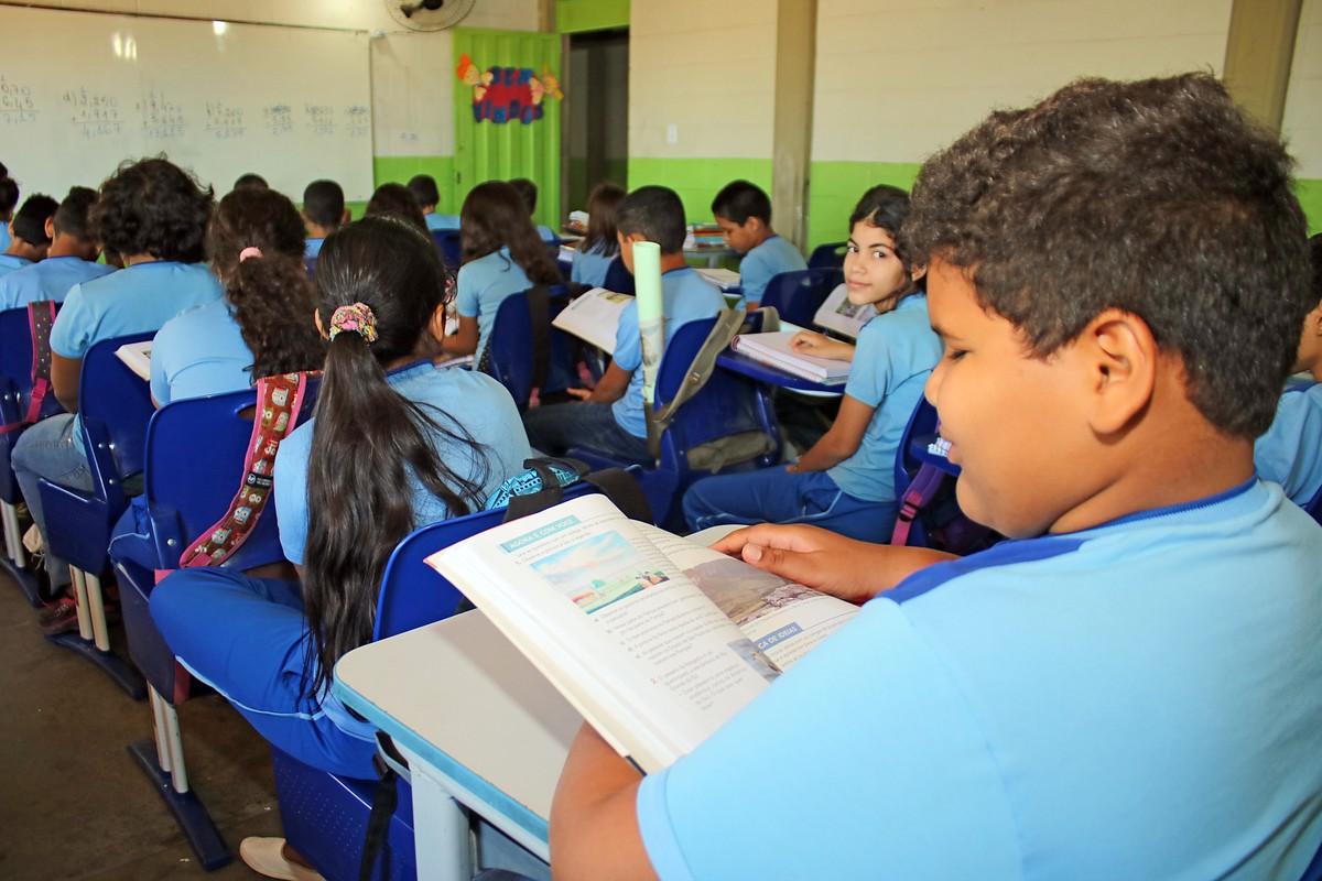 Prefeitura de Petrolina lança edital para contratação temporária de professores - G1