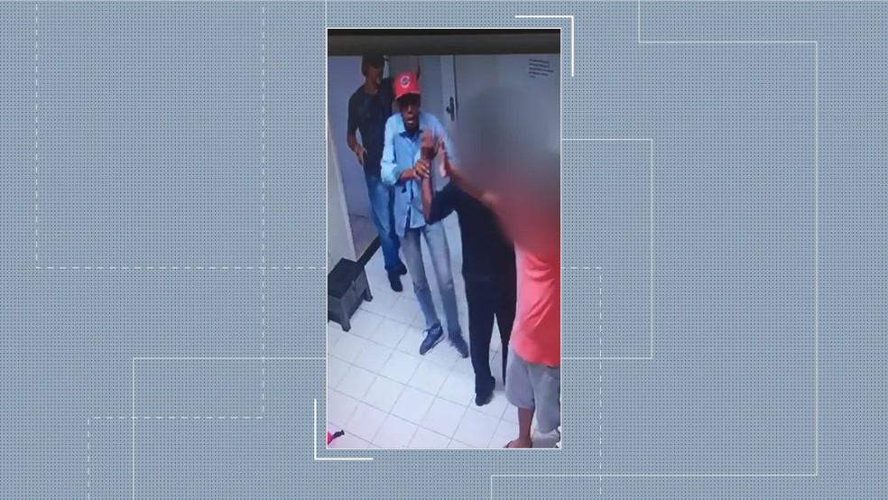 Câmeras registraram assalto em Olinda — Foto: Reprodução/TV Globo