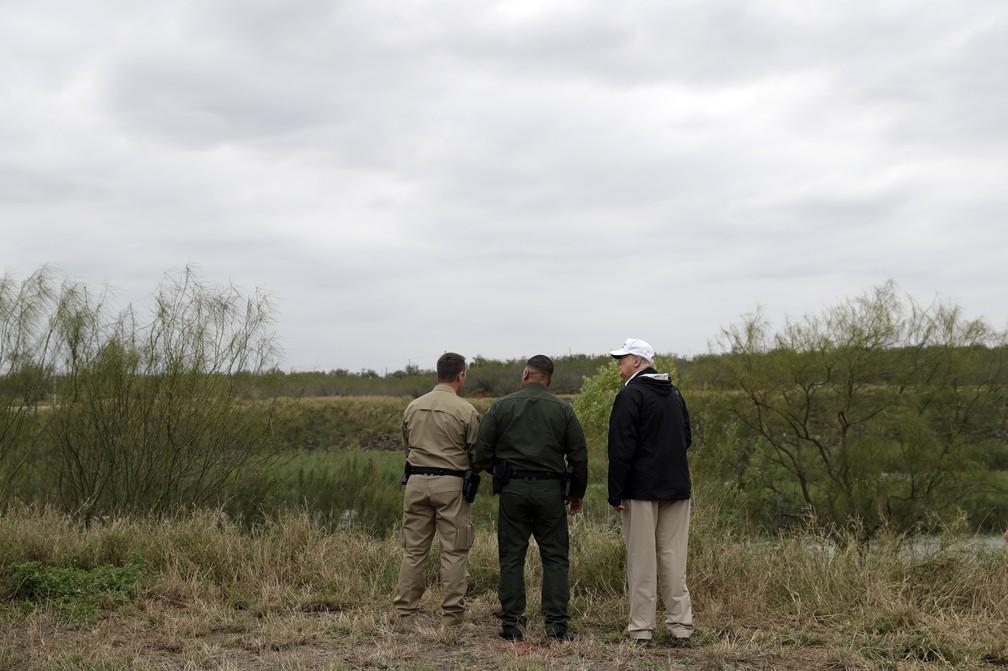 Trump vai à fronteira dos EUA com o México para defender projeto de muro — Foto: AP Photo/ Evan Vucci