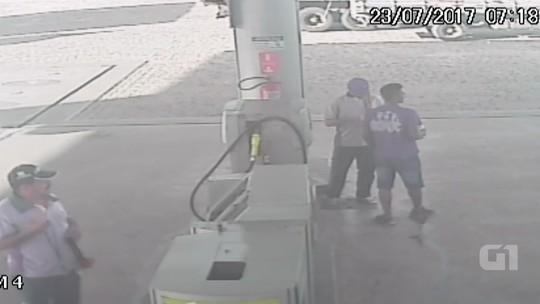 Homem compra gasolina em posto antes de atear fogo em mulher, diz polícia; vídeo