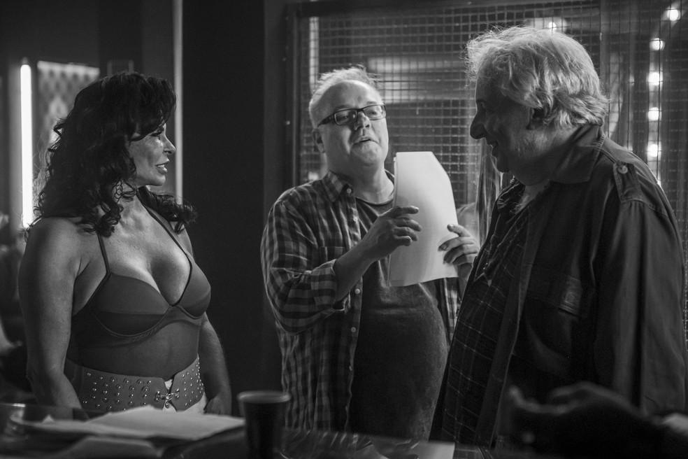Os atores são orientados pelo diretor Luciano Sabino — Foto: Artur Meninea/Gshow